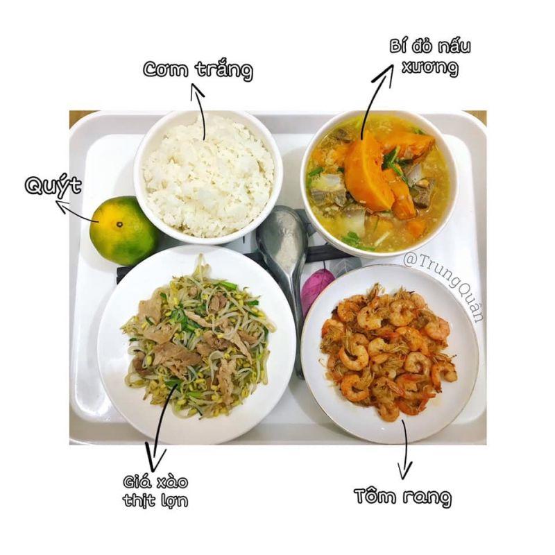 Một trong những bữa cơm cữ mà anh Quân nấu cho vợ (Ảnh: NVCC)