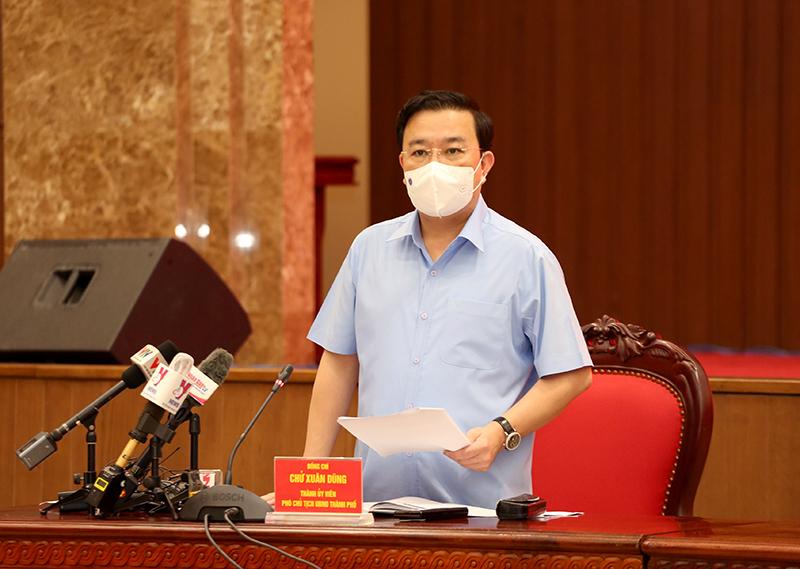 Phó Chủ tịch UBND TP Chử Xuân Dũng thông tin tại hội nghị