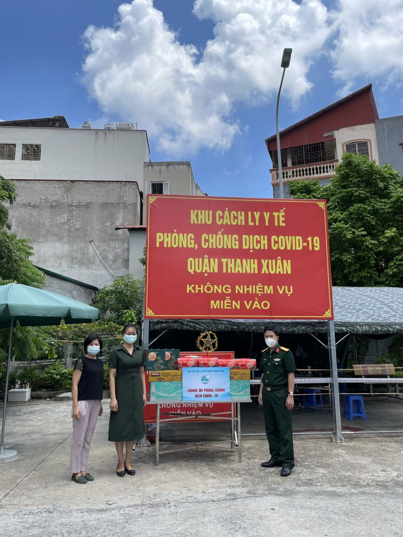 Lãnh đạo Hội Liên hiệp Phụ nữ quận thăm và trao quà Trung thu tại khu cách ly Bệnh viện Than - Khoáng sản