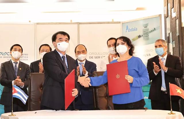 Chủ tịch nước Nguyễn Xuân Phúc chứng kiến Lễ ký kết hợp tác giữa 2 nước.