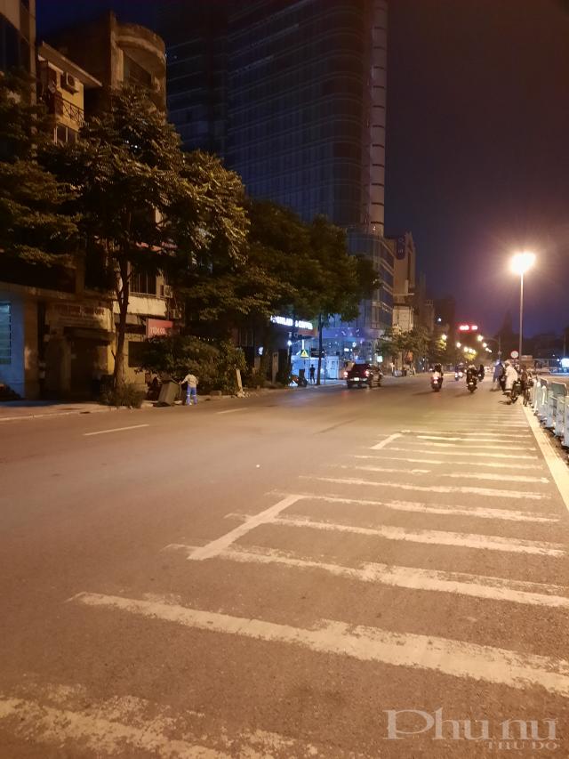 Đường Lê Duẩn vắng vẻ lúc 23h.