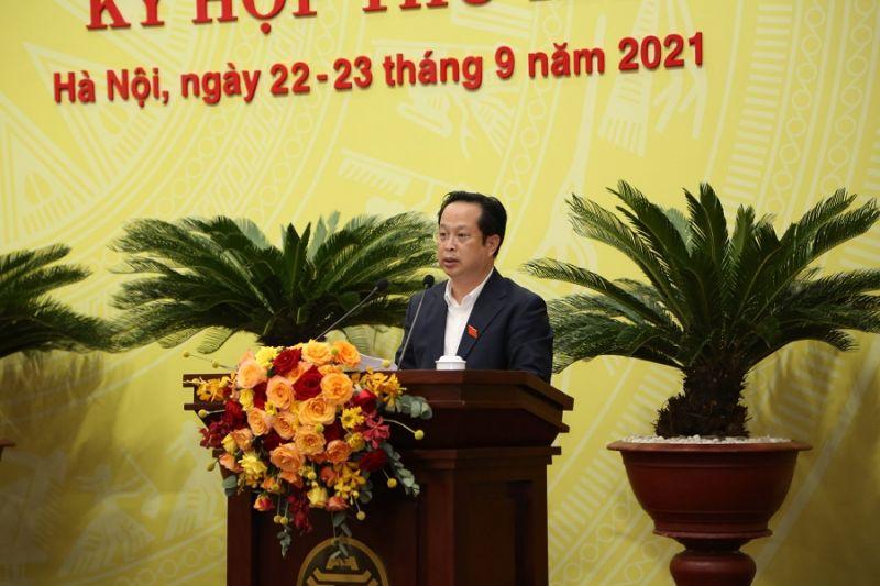Giám đốc Sở GD&ĐT Trần Thế Cương trình bày tờ trình