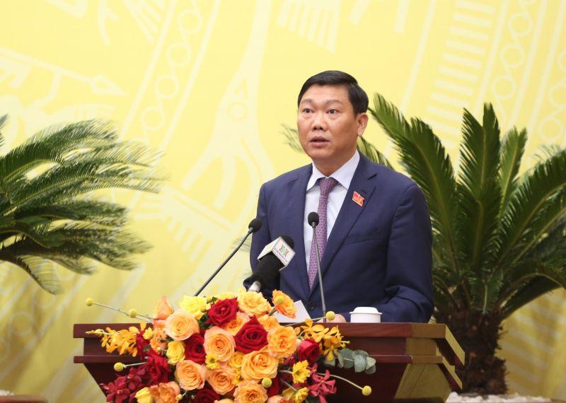 Giám đốc Sở KH-ĐT Đỗ Anh Tuấn báo cáo tại kỳ họp