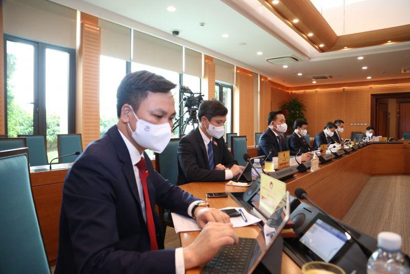 Các đại biểu tham dự kỳ họp