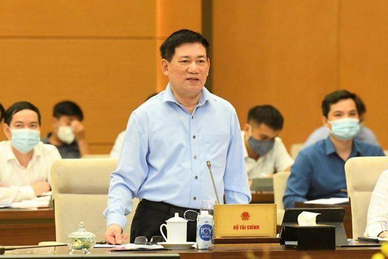 Bộ trưởng Bộ Tài chính Hồ Đức Phớc báo cáo tại phiên họp UBTVQH. Ảnh: Quốc hội