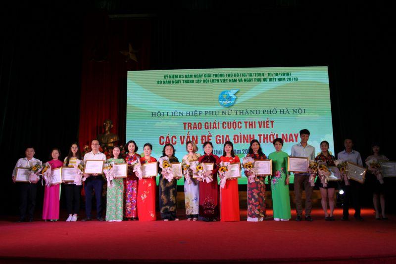 Các tác giả đạt giải trong cuộc thi viết