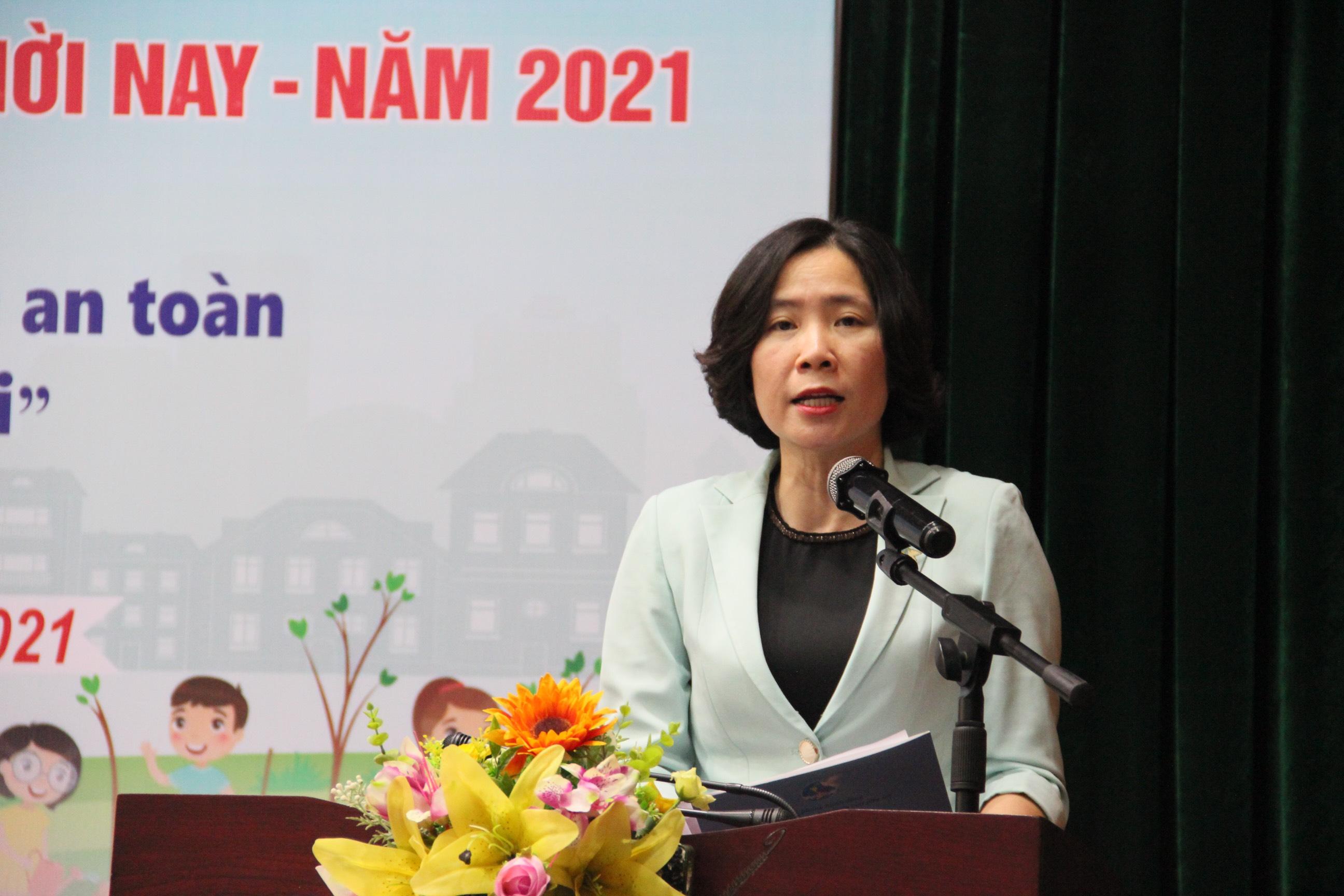 Đồng chí Lê Kim Anh - Chủ tịch Hội LHPN TP Hà Nội phát biểu khai mạc Lễ phát động Cuộc thi viết