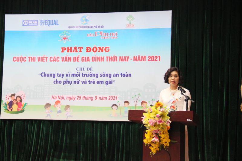 Đồng chí lê Thị Hồng Minh, Phó Tổng Biên tập báo Phụ nữ Thủ đô công bố Quyết định thành lập Ban Tổ chức, Ban Giám khảo và Thể lệ cuộc thi viết