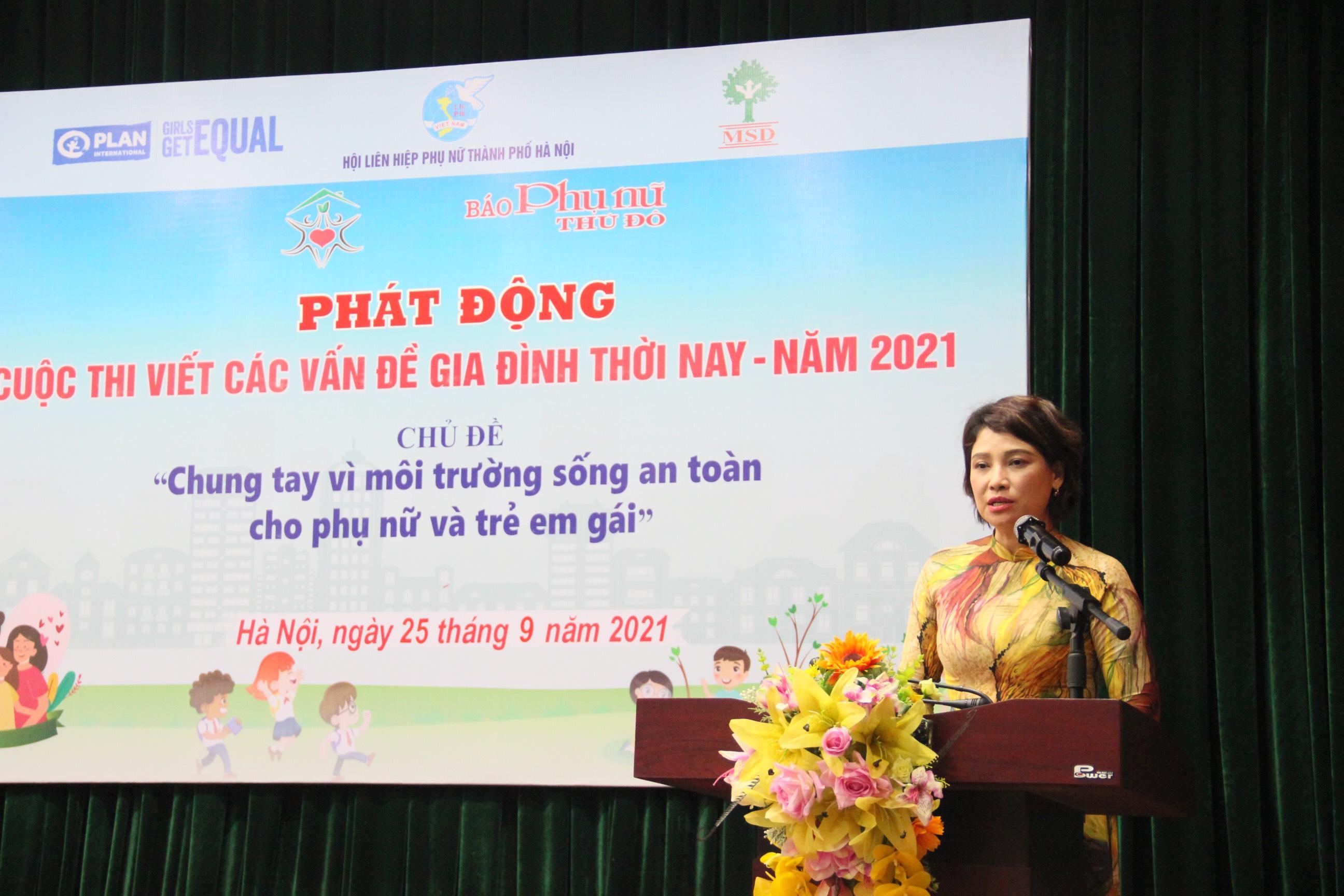 Đồng chí Lê Quỳnh Trang, Tổng Biên tập Báo Phụ nữ Thủ đô, Phó ban Tổ chức Cuộc thi đánh giá kết quả 10 năm triển khai thực hiện cuộc thi viết