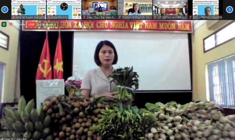 Đại diện Phòng Kinh tế huyện Gia Lâm, Hà Nội giới thiệu nông sản an toàn chủ lực tại Diễn đàn trực tuyến Hà Nội 2021
