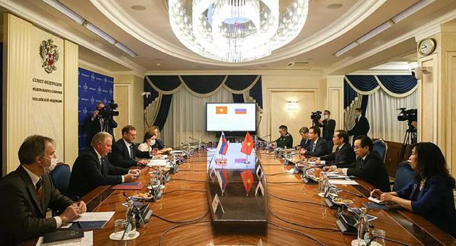 Cuộc gặp giữa Phó Chủ tịch Hội đồng Liên bang (Thương viên Nga) Konstantin Kosachev và Bộ trưởng Bộ Ngoại giao Việt Nam Bùi Thanh Sơn.