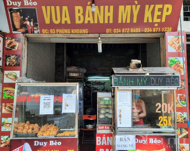 Cửa hàng bánh mỳ này tại Phùng Khoang đã thực hiện nghiêm túc việc dán mã QR ngay từ khi có quy định của Thành phố.
