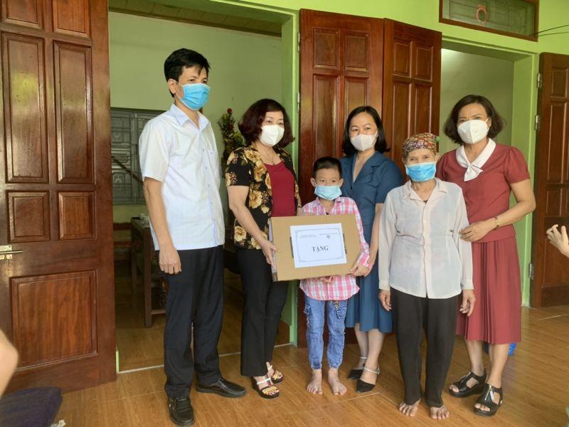 Hoạt động tặng máy tính của Hội LHPN Hà Nội đã giúp cho nhiều học sinh khó khăn không bị gián đoạn học tập trong thời gian dịch bệnh.