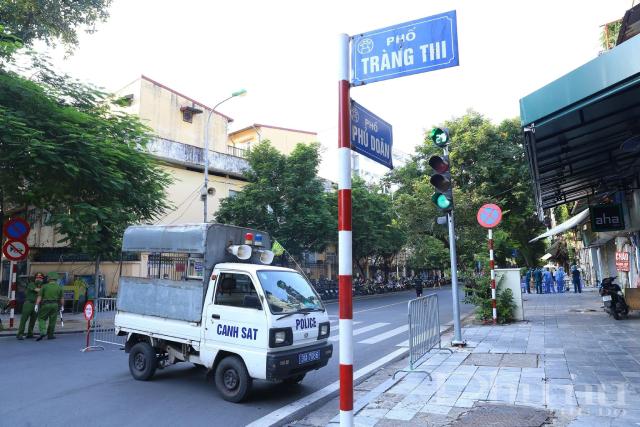 Phong toả đoạn giao giữa phố Tràng Thi - Phủ Doãn.