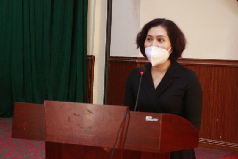 Đồng chí Lê Thị Hồng Minh, Bí thư Chi bộ, Phó Tổng biên tập Báo Phụ nữ Thủ đô phát biểu tại buổi trao tặng trang thiết bị y tế