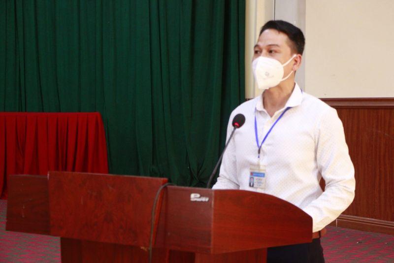 Đồng chí Trần Quốc Oai, Bí thư Đảng ủy xã Đại Áng phát biểu cảm ơn Chi bộ và Báo Phụ nữ Thủ đô