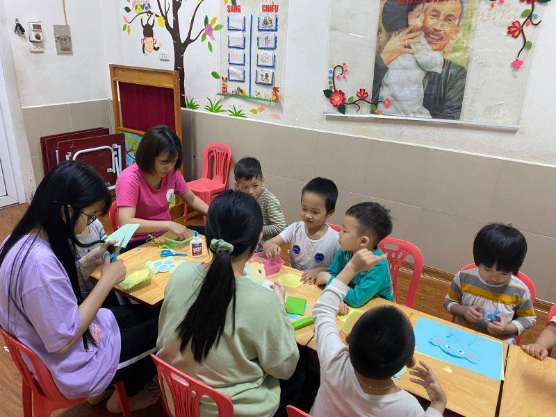 Một buổi học tại trung tâm chuyên biệt dành cho các em nhỏ tự kỷ