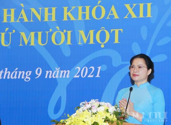 Đồng chí Hà Thị Nga - Ủy viên Ban Chấp hành Trung ương Đảng, Chủ tịch Hội LHPN Việt Nam phát động thi đua tại Hội nghị Hội nghị Ban Chấp hành TW Hội LHPN Việt Nam khóa XIl, lần thứ 11