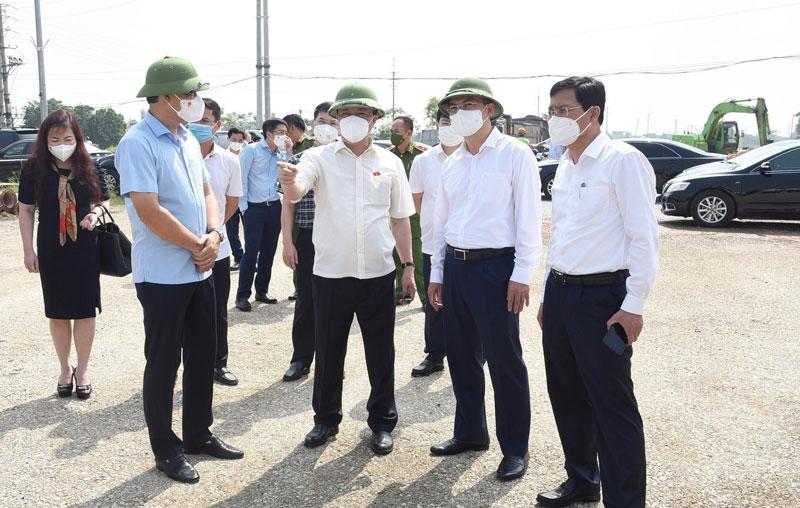 Ngay sau buổi tiếp xúc cử tri, đồng chí Đinh Tiến Dũng và lãnh đạo thành phố đã thăm, kiểm tra tình hình thực hiện một số dự án đầu tư xây dựng trên địa bàn huyện Gia Lâm