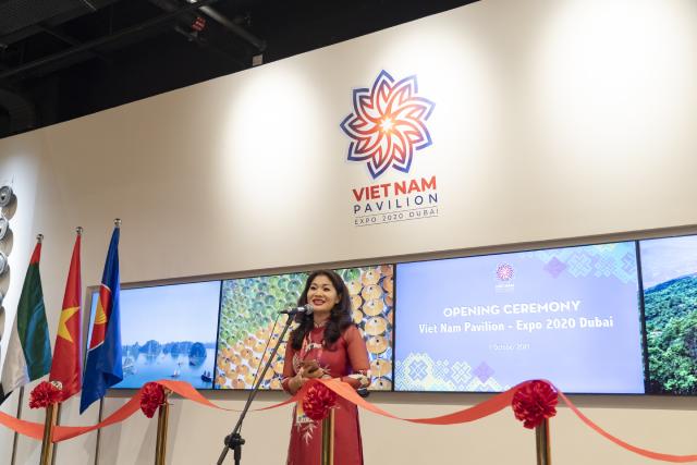 Bà Nguyễn Phương Hòa, Cục trưởng Cục Hợp tác quốc tế, Tổng Đại diện Việt Nam tại EXPO 2020 Dubai phát biểu chào mừng.