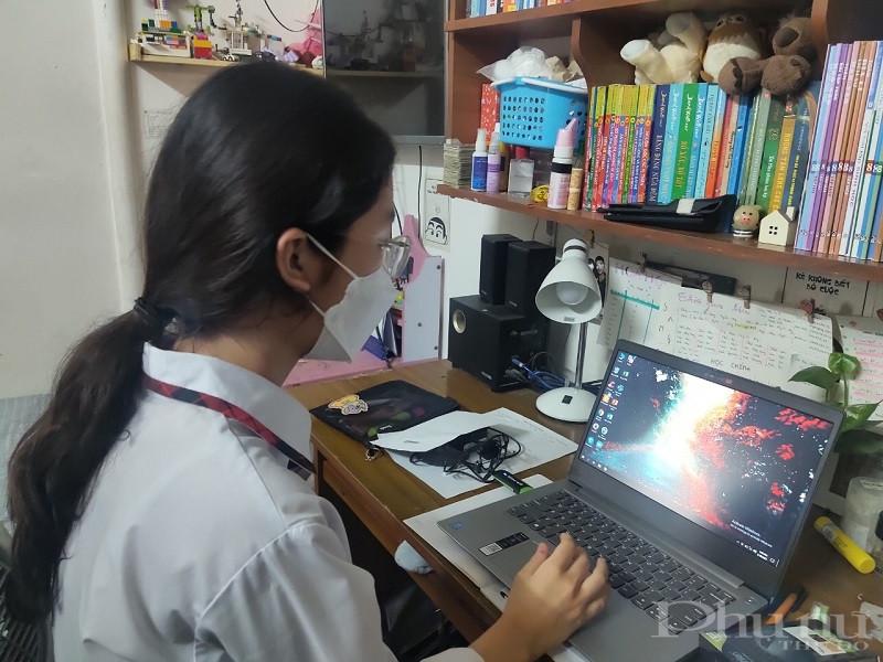 Món quà là chiếc máy tính xách tay mới sẽ giúp các em học tập trực tuyến được  tốt hơn nhất là trong thời gian dịch bệnh còn diễn biến phức tạp