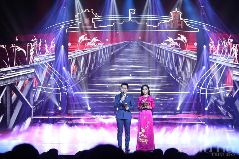 BTV, MC Nguyễn Anh Đức tại một chương trình truyền hình trực tiếp.