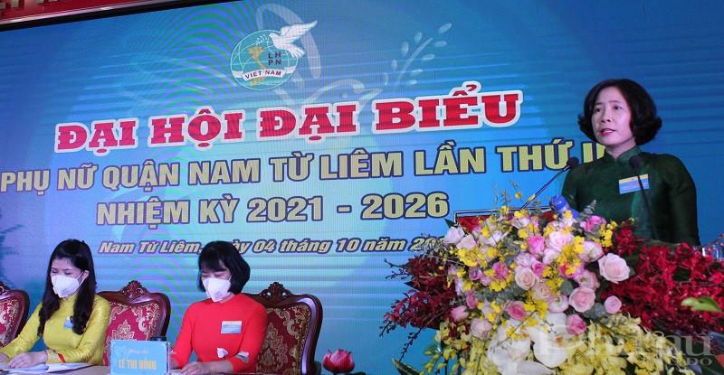 Đồng chí Lê Kim Anh Chủ tịch Hội LHPN Hà Nội phát biểu chỉ đạo tại Đại hội