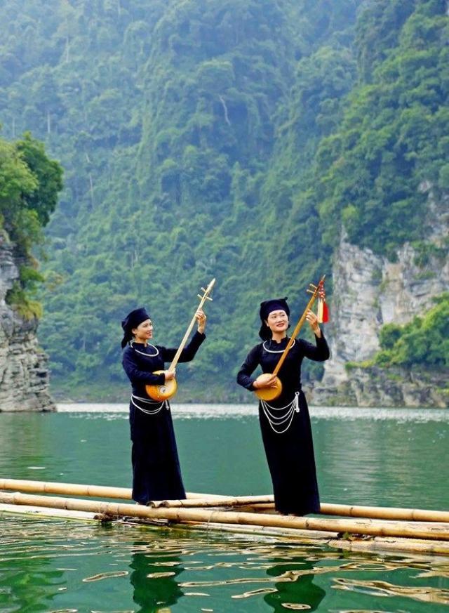 Hát then - làn điệu thần tiên phản ánh nhân sinh quan, thế giới quan và bản sắc văn hoá của các dân tộc miền núi phía Bắc.