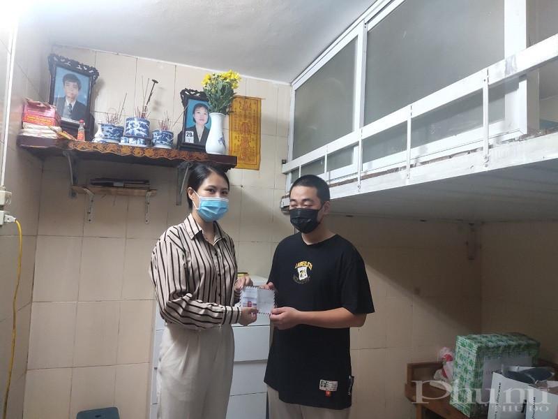 Hội LHPN phường Ngọc Khánh tặng quà cho gia đình