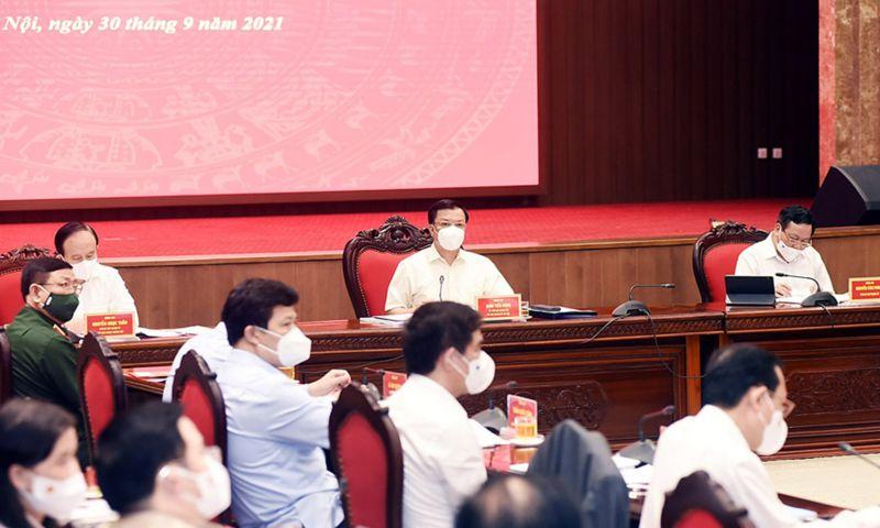 Bí thư Thành ủy Hà Nội Đinh Tiến Dũng và lãnh đạo thành phố Hà Nội chủ trì hội nghị.