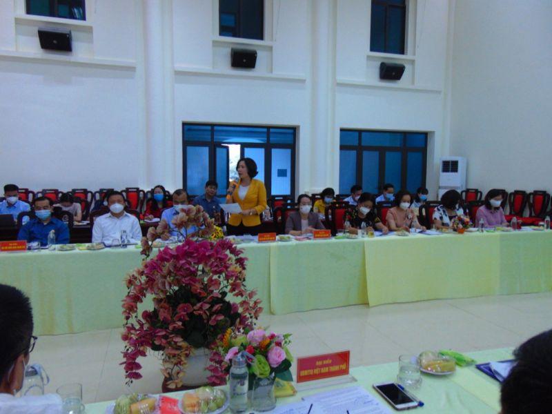 Đồng chí Lê Kim Anh, Chủ tịch Hội LHPN Hà Nội tham luận