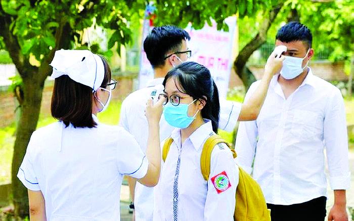 Hà Nội đang thận trọng cân nhắc thời điểm cho phép học sinh trở lại trường. Ảnh: NBK