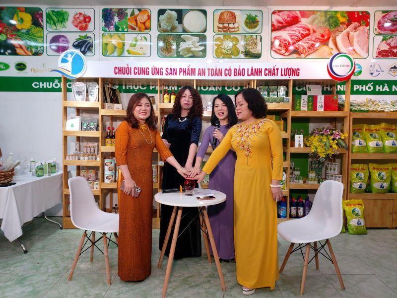 Các nữ doanh nhân ấn nút khởi động diễn đàn Women can do - Phụ nữ làm được