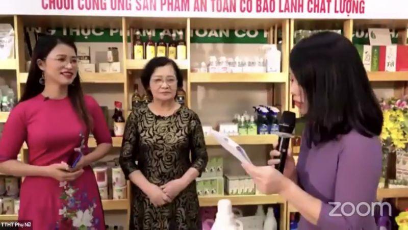 Các nữ doanh nhân livestream quảng bá sản phẩm và hứa hẹn nhiều ưu đãi tới người tiêu dùng