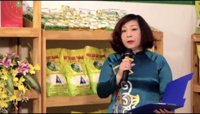 Phó Chủ tịch Hội LHPN Hà Nội Lê Thị Thiên Hương phát biểu khai mạc diễn đàn