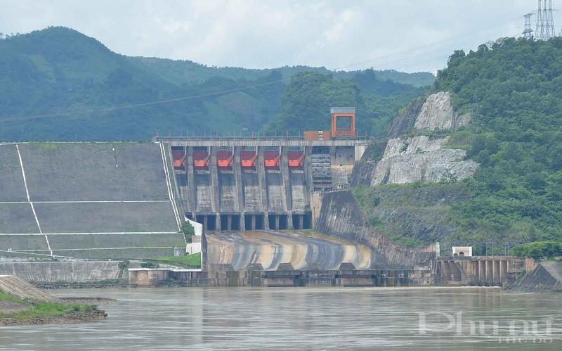 Nhà máy thủy điện Hòa Bình có mực nước thấp hơn trung bình nhiều năm.