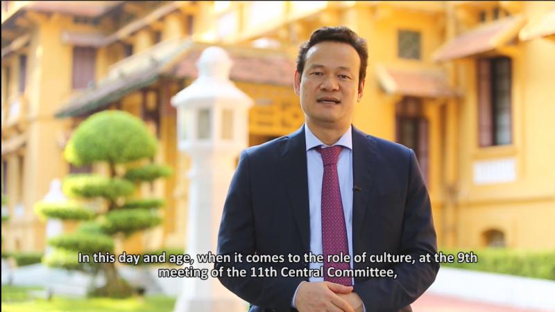 Ông Mai Phan Dũng, Vụ trưởng Vụ Ngoại giao Văn hoá và UNESCO, Bộ Ngoại giao Việt Nam trình bày các vấn đề về ngoại giao văn hóa và phát huy sức mạnh mềm của Việt Nam