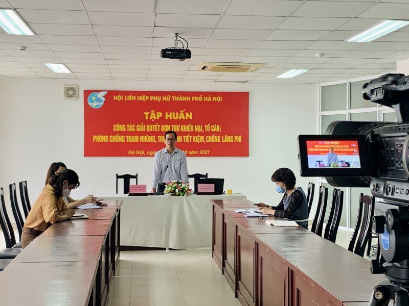 Báo cáo viên trình bày tại Hội nghị