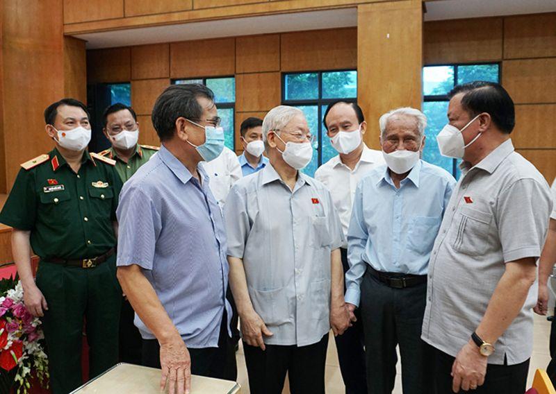 Tổng Bí thư Nguyễn Phú Trọng trao đổi với lãnh đạo TP Hà Nội và các cử tri quận Ba Đình
