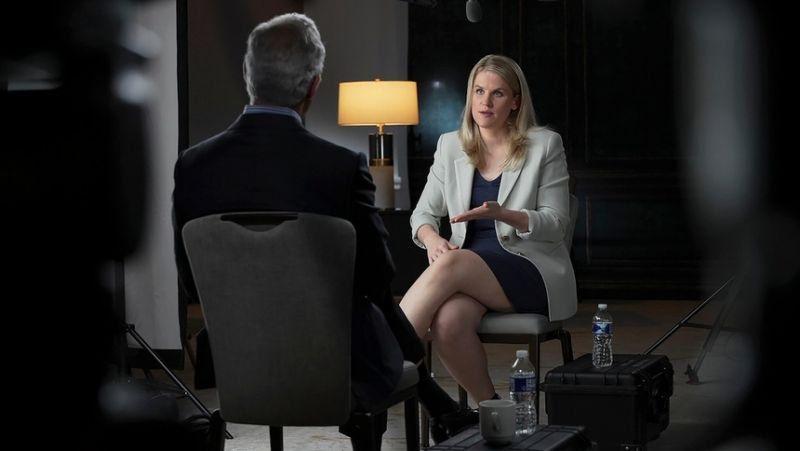 """Frances Haugen xuất hiện trong chương trình 60 Minutes đã tiết lộ Facebook """"phớt lờ"""" người dùng và chỉ quan tâm đến lợi nhuận Ảnh: CBS"""