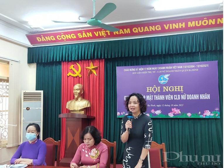 Đồng chí Đinh Thị Phương Liên - Chủ tịch Hội LHPN quận Ba Đình phát biểu tại hội nghị