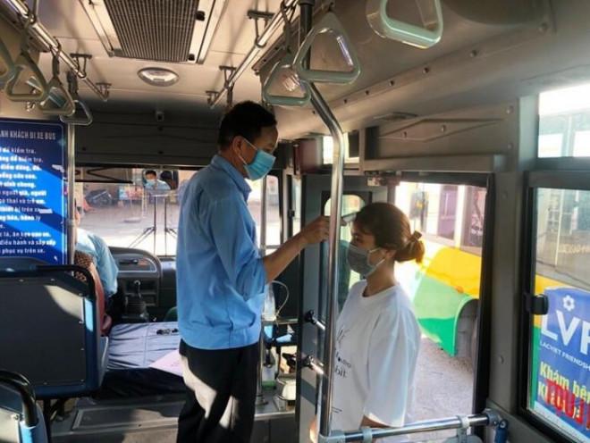 Hà Nội: Từ 6h sáng 14/10, xe buýt hoạt động chở không quá 20 khách